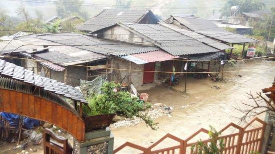 Sapa Heavenly Homestay: View outside the homestay