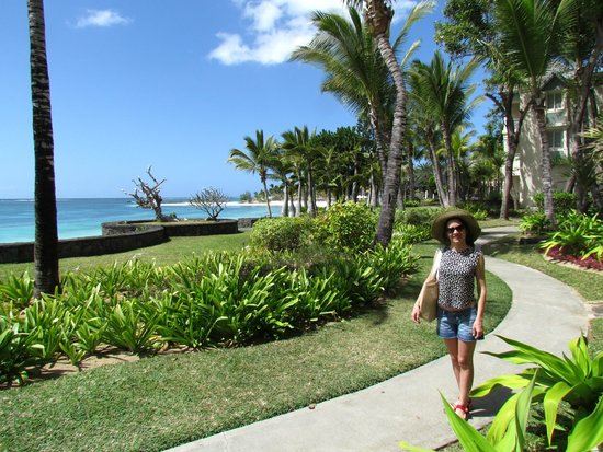 The Residence Mauritius: Área verde do hotel