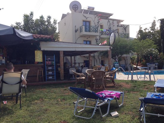 Hotel Eltina: Gardens by pool