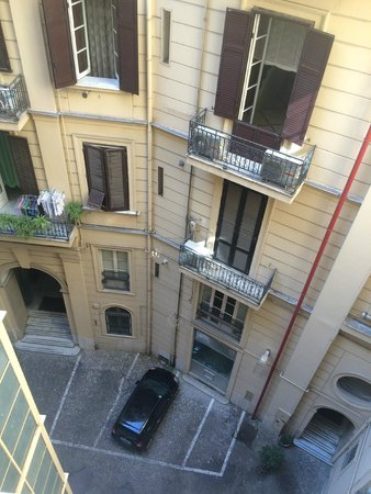 Bovio Suite Hotel: Номер 1, вид во двор