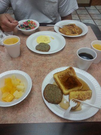 Angel Inn by the Strip: French toast, sausage and  eggs and canned fruit.plenty for breakfast.huge nice sitting area!