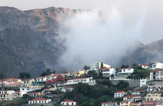 Windsor Hotel: Morning mountain mist.