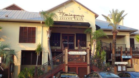 Hemingway's Island Grill: Front of restaurant