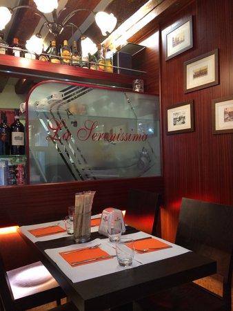 La Serenissima : 5 star like restaurant with cinematic lighting