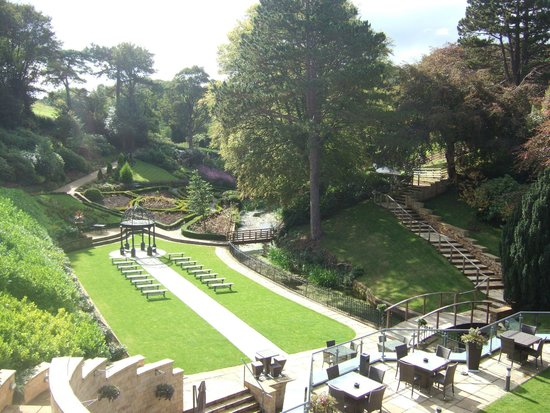 Raithwaite Estate: Well designed gardens from our room