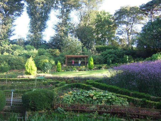 Raithwaite Estate: Relaxing in the gardens
