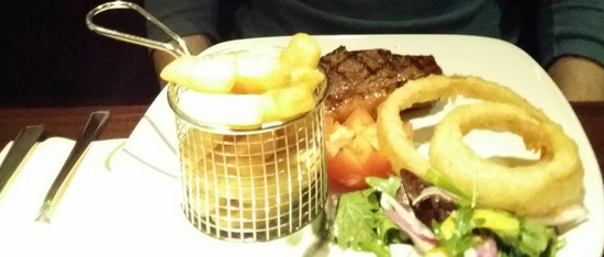 Hyltons: Sirloin steak with chips