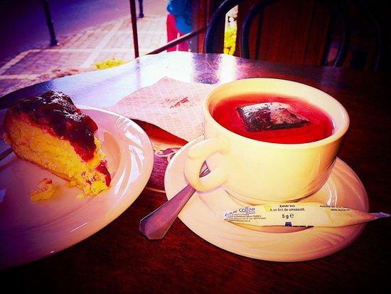 Cofetarie La Vatra Ardealului : Cheesecake and fruit tea