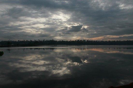 Club Mahindra Cherai Beach: Spectacular backwaters