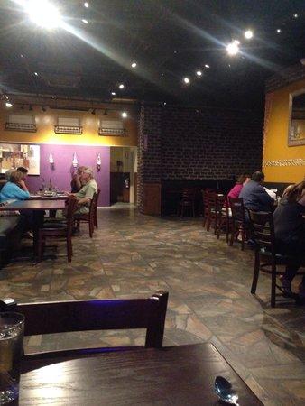 Zem Han Mediterranean Restaurant: Spacious inside