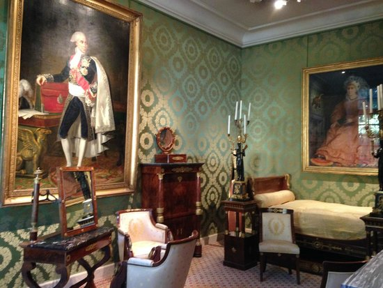 Musee Carnavalet: 1 of the furnished rooms Musée Carnavalet