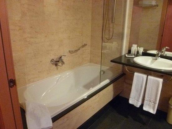 Barcelo Atenea Mar : Salle de bains
