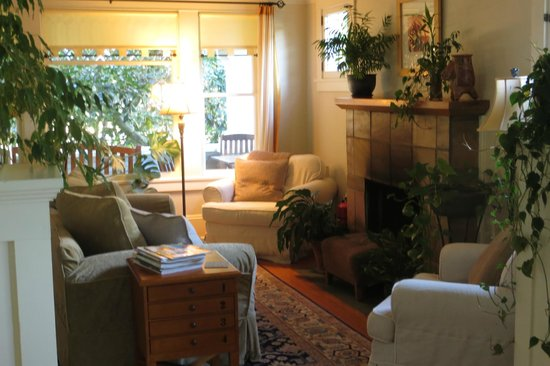 Clinton Street Guesthouse: Living and entry area