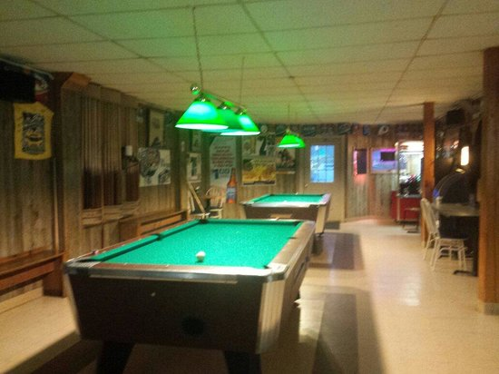 Independence, VA: Pool and bar side
