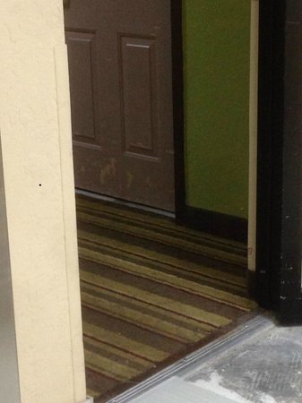 Days Inn Sarasota - Siesta Key: main hallways are foul smelling and in rough shape