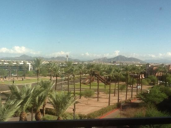 Drury Inn & Suites Phoenix Airport: nice view from suite of Camelback Mountain