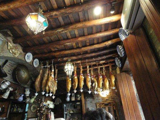 Ras Bar: Hams