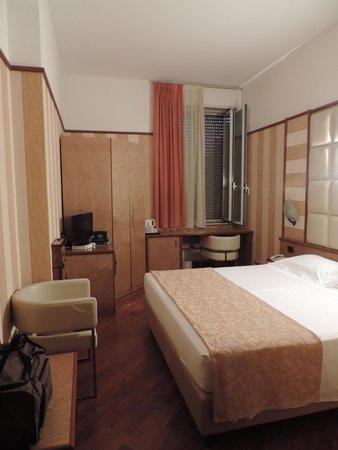 Hotel Metro: Room 9