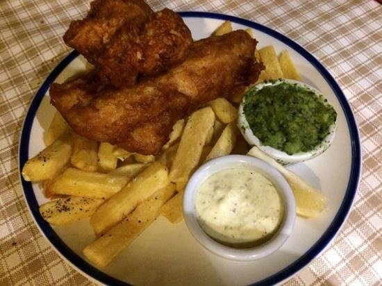 The Curragower Bar & Restaurant: Fish & Chip with minted mushy peas