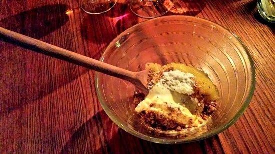 Restaurant Maven: Dessert de glace à la canelle et compote de pomme