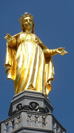 Hotel du Simplon: Statue de la Vierge dorée