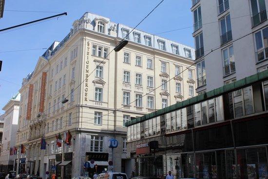 Steigenberger Hotel Herrenhof Wien: Street view