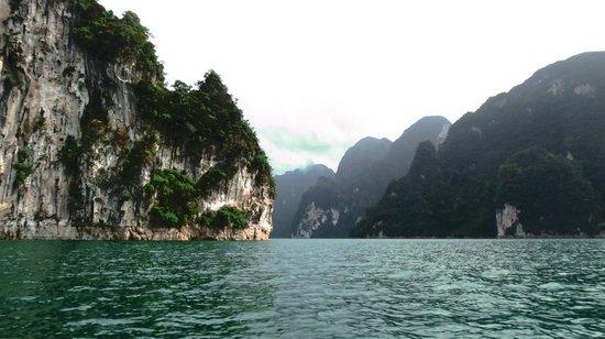Putawan Raft House - Picture of Cheow Lan Dam (Ratchaprapa ...