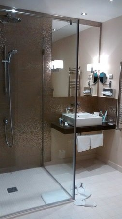 Mercure Moscow Paveletskaya: Privilege bathroom