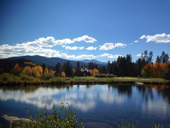 Keystone Ski Area: Beautiful water hazard