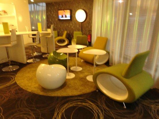 Mercure Toulouse Centre Saint-Georges: bar en la planta baja