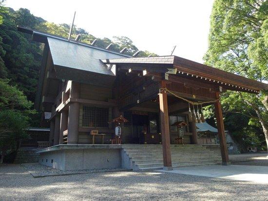Awa Jinja: 拝殿です。 立派な造りです。