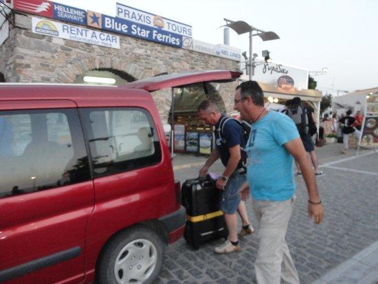 Parian Village: de eigenaar komt je ophalen aan de haven als je arriveert!