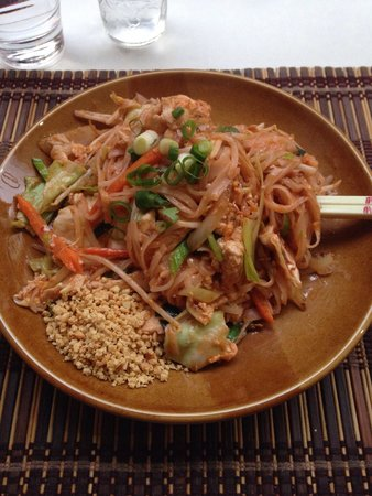 Jasmine Thai Cuisine: Pad Thai with Chicken