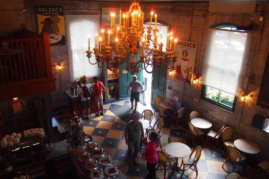 Distillery Historic District: カフェの内装
