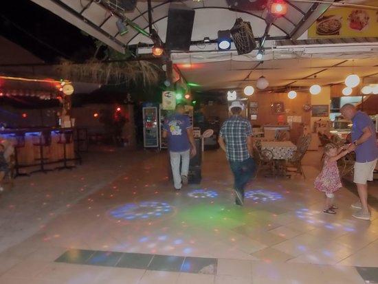 Infinity : Dancing Waiters