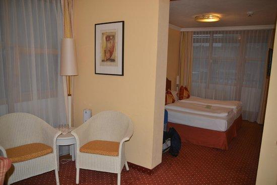 Parkhotel Brunauer: Detalle sala de estar y zona dormitorio
