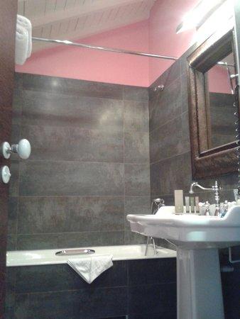 فندق  لو 123 إيليزيه - أستوتل: elegant bathroom