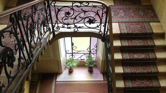 Hotel Excelsior Splendide : Lovely art nouveau antique hallways of the hotel!