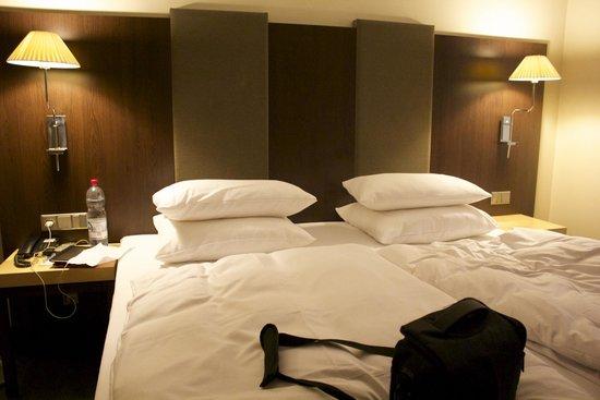 NH Stuttgart Airport: bed