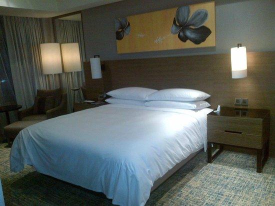 Renaissance Johor Bahru Hotel: bed