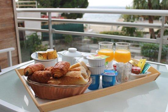 Hotel Le Grand Pavois : Breakfast...