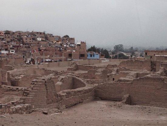 Pachacamac: Crecimiento sin control de la población a pocos pasos de las ruinas