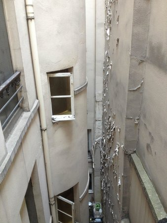 Hotel Excelsior Republique : The breakfast crew clanged pots & pans at bottom of this 'courtyard', reverberating off all wall