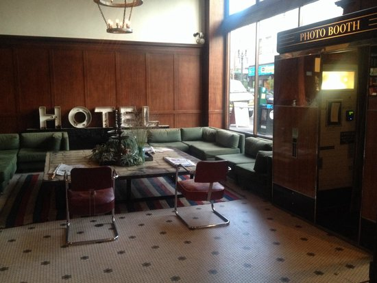 Ace Hotel Portland: Hotel lobby on Sunday morning before the city comes to life.