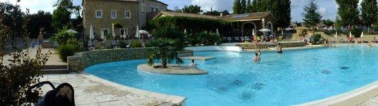 Lagorce, France : piscine