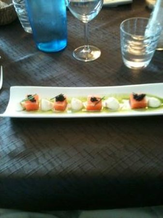 Le Cottage : cured salmon with roe, wasabi and creme fraiche