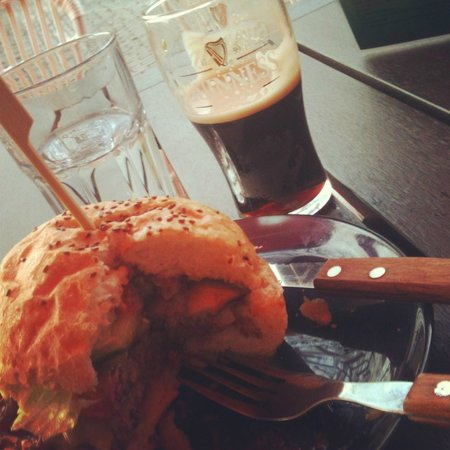 Lange Jan Hotel: Best American Burger at the Best Irish Pub in the Netherlands