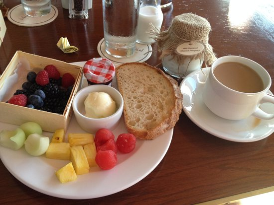 Sunset Tower Hotel: My breakfast selections (minus the omelet)