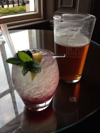 The Black Swan Hotel: A pint of delicious black sheep and elderflower fizz cocktail