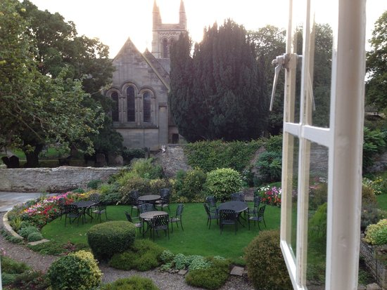 The Black Swan Hotel: View of the garden from our room